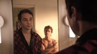 Jim Parsons y Matt Bomer en una escena de la película 'The Boys in the Band'