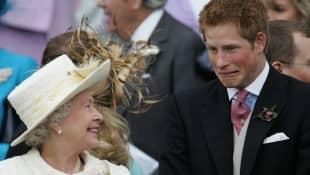 Reina Isabel y príncipe Harry