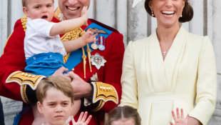 Prince Louis, Prince George, Prince William, Princess Charlotte and Duchess Catherine