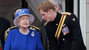 Reina Isabel II y el príncipe Harry
