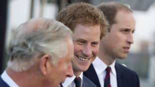 El príncipe Carlos, el príncipe Harry y el príncipe William