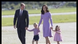 El príncipe William, Kate Middleton y los príncipes George y Charlotte en el viaje oficial a Hamburgo