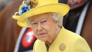 "Queen Elizabeth's coronavirus speech will be ""deeply personal"" on Sunday night."