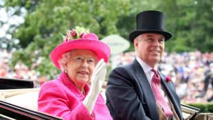 """Queen Elizabeth II """"Backs"""" Prince Andrew after his interview"""
