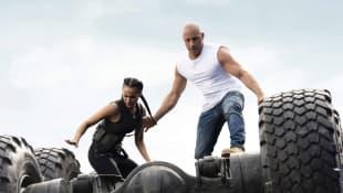 Nathalie Emmanuel y Vin Diesel en una escena de 'Rápidos y furiosos 9'