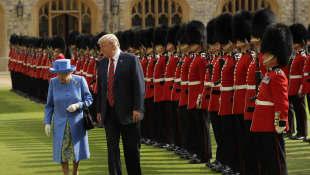 La reina Isabel y Donald Trump