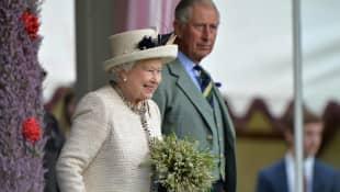 La reina Isabel y el príncipe Carlos