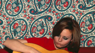 Rocío Dúrcal con guitarra