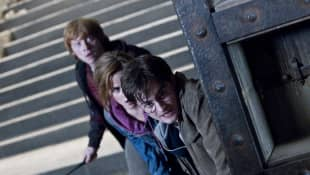 Rupert Grint, Emma Watson y Daniel Radcliffe en una escena de 'Harry Potter y las reliquias de la muerte: Parte 2'