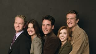 Neil Patrick Harris, Cobie Smulders, Josh Radnor, Alyson Hannigan y Jason Segel en una imagen promocional de la serie 'How I Met Your Mother'