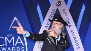 Si Robertson attends the 51st annual CMA Awards on November 8, 2017, in Nashville, Tennessee.