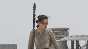 "'Star Wars': Daisy Ridley Spills That ""Rey"" Was Originally Set To Be Related To Obi-Wan Kenobi"