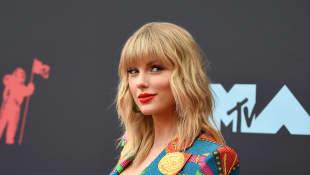 Taylor Swift Reveals Boyfriend Joe Alwyn Helped Write 'Folklore'