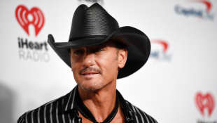 "Tim McGraw Releases New Song ""I Called Mama"" And Talks About His Mother's Domestic Abuse"