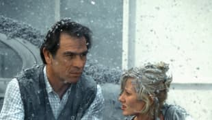 Tommy Lee Jones and Anne Heche in 'Volcano'