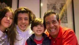 Yordi Rosado y sus hijos
