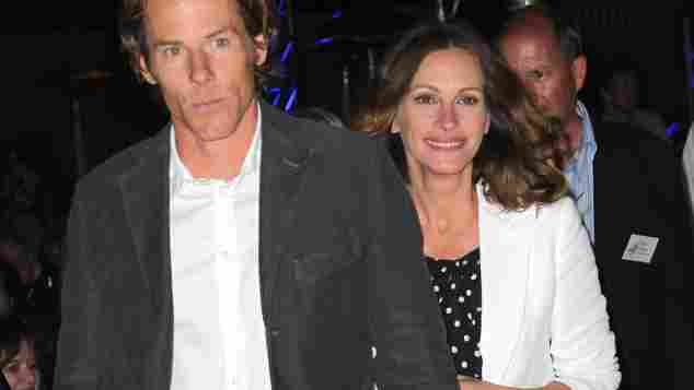 Danny Moder and Julia Roberts are a married couple