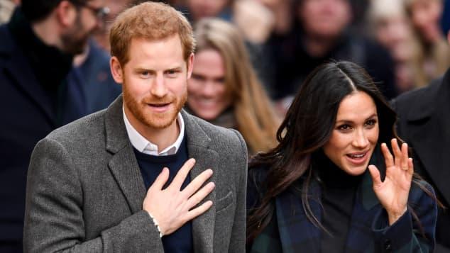 """El príncipe Harry y Meghan Markle serán """"desterrados de la realeza británica"""" para siempre"""