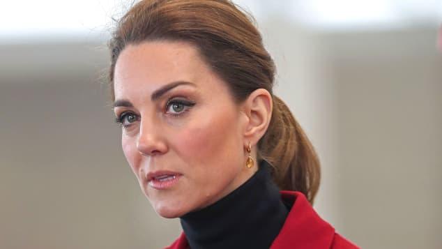 """Kate Middleton está """"devastada"""" por la publicación de un libro sobre Harry y Meghan Markle"""