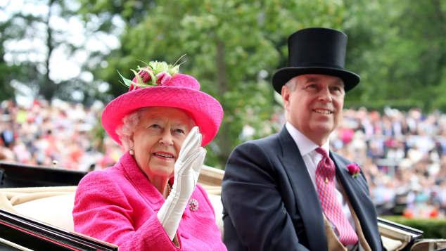 Príncipe Andrew y la reina Isabel II