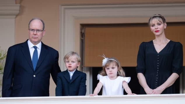 El príncipe Alberto, la princesa Charlene e hijos