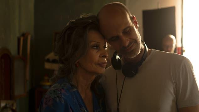 Sophia Loren y Edoardo Ponti en la filmación de la película 'La vita davanti a sé'