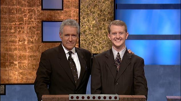 Alex Trebek y Ken Jennings en 'Jeopardy!'