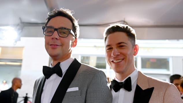 Jim Parsons y Todd Spiewak en 2019