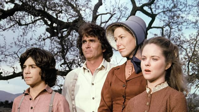 Matthew Laborteaux, Michael Landon, Karen Grassle y Melissa Sue Anderson en una escena de la serie 'Little House on the Prairie'