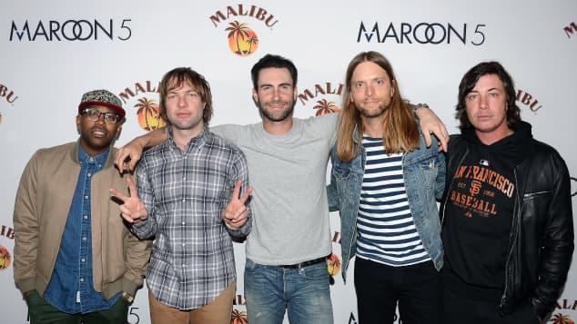 Por violencia doméstica arrestan a miembro de Maroon 5