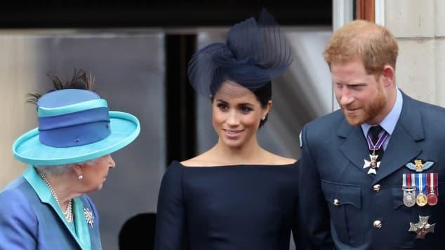 La reina Isabel, Meghan Markle y el príncipe Harry