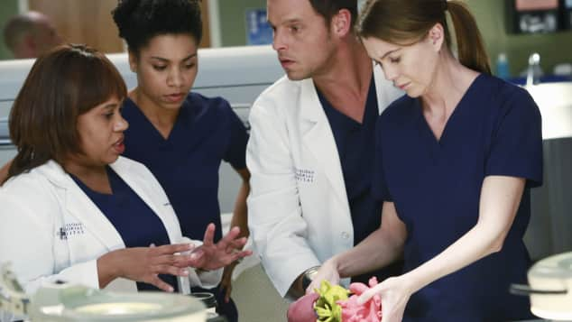 Chandra Wilson, Kelly McCreary, Justin Chambers and Ellen Pompeo