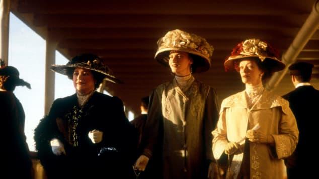 Molly y Ruth caminando por el 'Titanic'