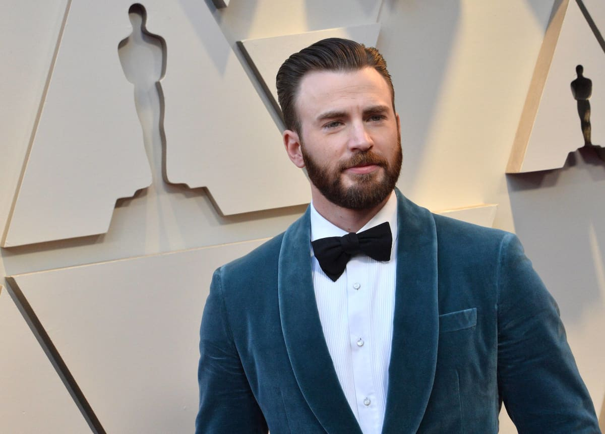 Chris Evans AKA Captain America Accidentally Leaks Nude