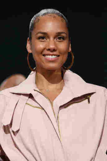 """Alicia Keys Slams Those Who Deny Climate Change: """"They Are Extremely In Denial"""""""
