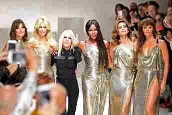 Carla Bruni, Claudia Schiffer, Donatella Versace, Naomi Campbell, Cindy Crawford and Helena Christensen auf der Fashion Week in Mailand 2017