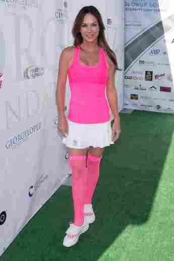 """""""Hör mal, wer da hämmert""""-Star Debbe Dunning beim Promi-Golfen von George Lopez in Los Angeles"""