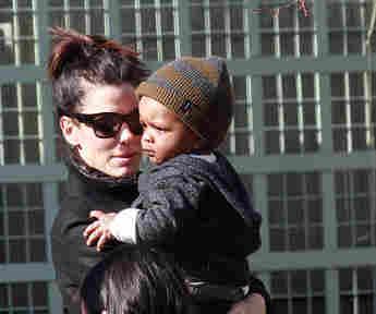 Las fotos más adorables de Sandra Bullock y su hijo cuando era bebé
