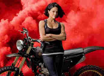 Michelle Rodriguez en una imagen promocional de 'Rápidos y furiosos 9'
