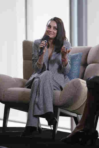 Mila Kunis habla por el Día de los Derechos Humanos de la ONU en Salesforce el 10 de diciembre de 2018 en San Francisco, California