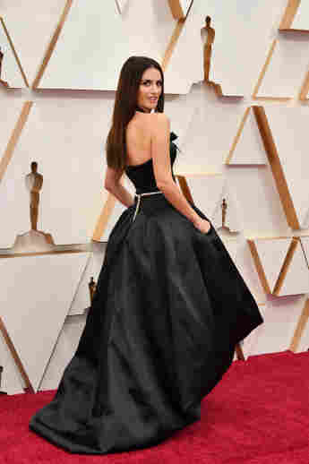 Penélope Cruz attends the red carpet for the 2020 Oscars on February 9, 2020.