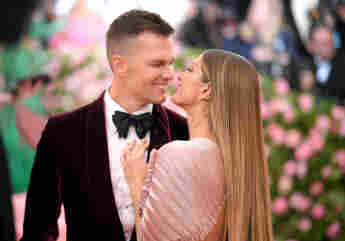 These Stars Are Married To Professional Football Players: NFLers wives partners girlfriends 2021 Gisele Bündchen Tom Brady