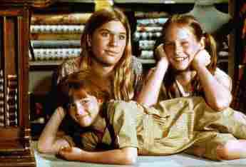 Judy Norton-Taylor, Mary Elizabeth McDonough and Kami Cotler in 'The Waltons'