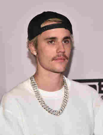These Celebrities Are Really Self-Absorbed Justin Bieber disliked hated stars actors musicians least popular