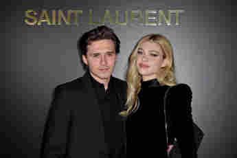 Brooklyn Beckham y Nicole Peltz en la Paris Fashion Week Womenswear
