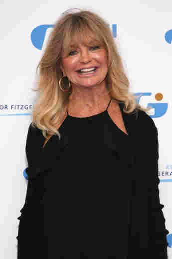 "Goldie Hawn Dances To Dua Lipa On Her Mini Trampoline: ""Twirl Like Nobody's Watching"""