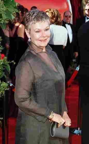 Judi Dench en la 70a Anual de los Premios de la Academia, Los Ángeles, California, 1998.