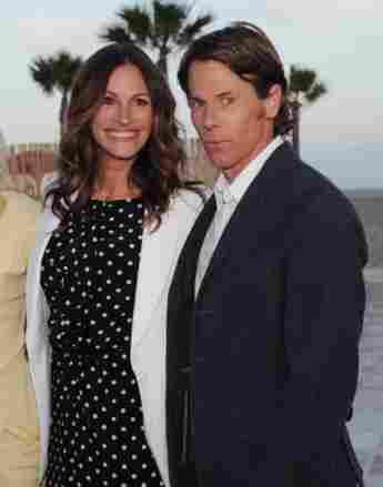 Julia Roberts y Daniel Moder en Santa Monica, CA, 2012.