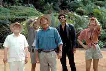 'Jurassic Park', 'Titanic' And More: 10 Facts About '90s Cult Films