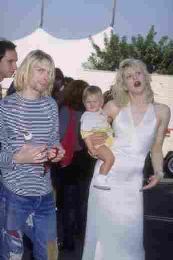 Kurt Cobain, Courtney Love y Frances Bean Cobain en los MTV Music Awards de 1993